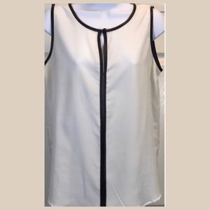 Apt. 9 White Black Top Leatherette Lined Top S B1